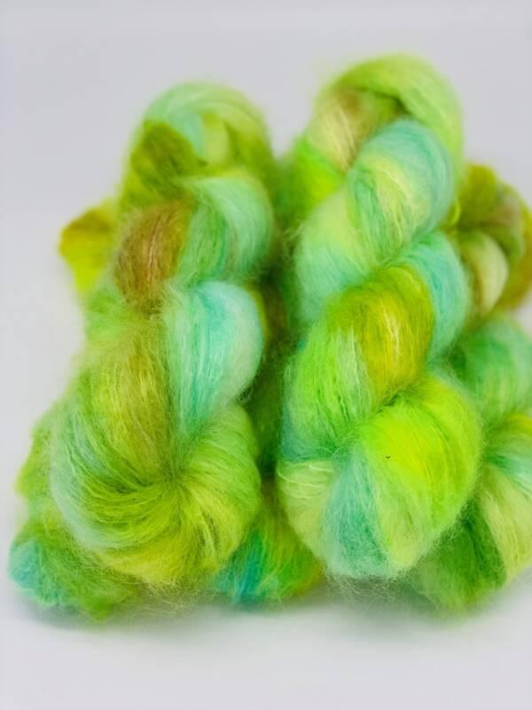 handgefärbte Kid Mohair Wolle in den Farben neongrün-gelb