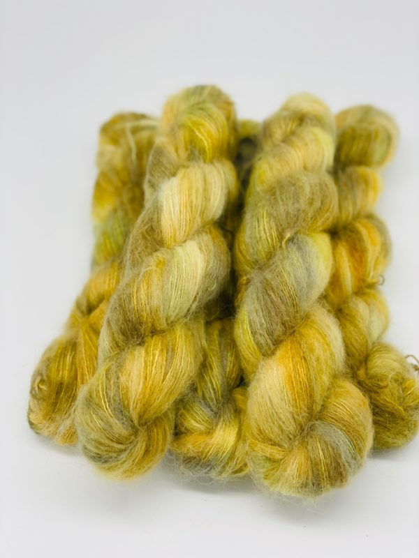 handgefärbtes Garn aus Baby Suri Alpaca und Mulberry Seide