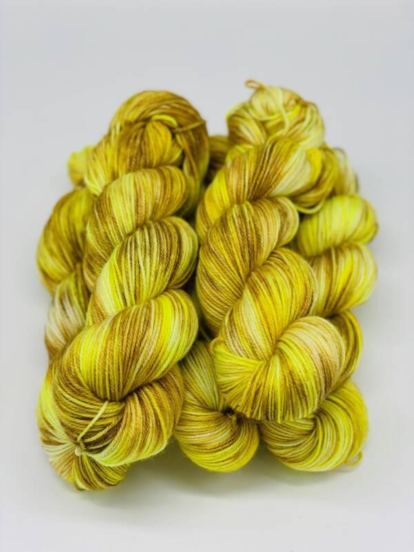 handgefärbtes Garn aus Merino Wolle und Ramie